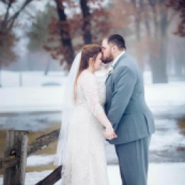 Winter wedding couple